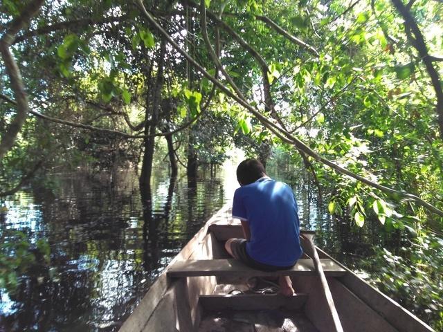 Kujubim em canoa na Baía das Onças. Foto: Gabriel Sanchez, 2018.