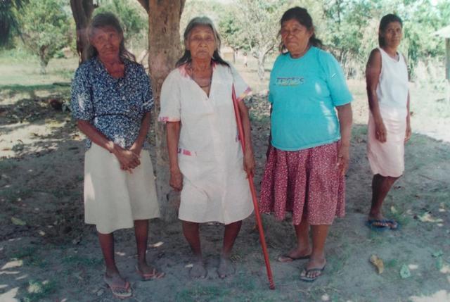 As três matriarcas. Da esquerda para direita: Suzana, Rosa e Francisca. Foto: Cimi-RO, 2002.